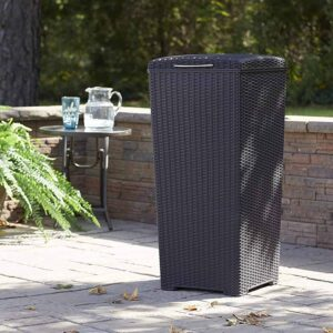 Outdoor Trash Can in the home outdoor area for peace in mind about the cleanliness